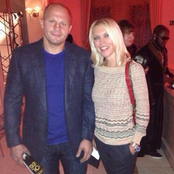 на фото: Федор Емельяненко с женой