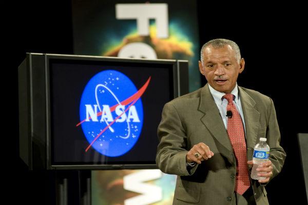 Директор НАСА Чарльз Болден предчувствует жизнь на Марсе