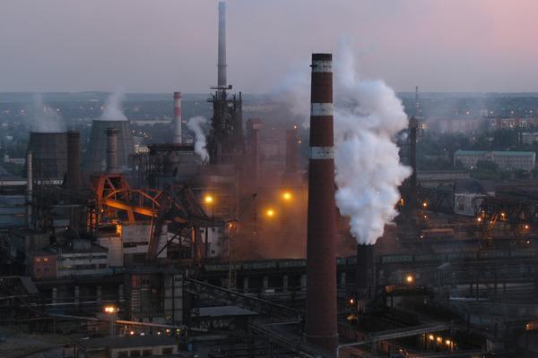 Главный завод Донецка после артобстрелов возобновил работу