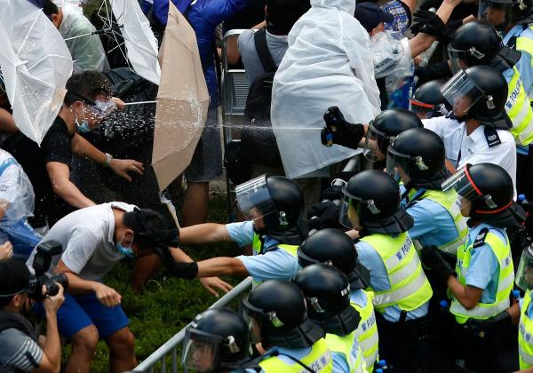 США стоят за беспорядками в Гонконге