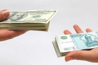 Курс рубля продолжает снижение