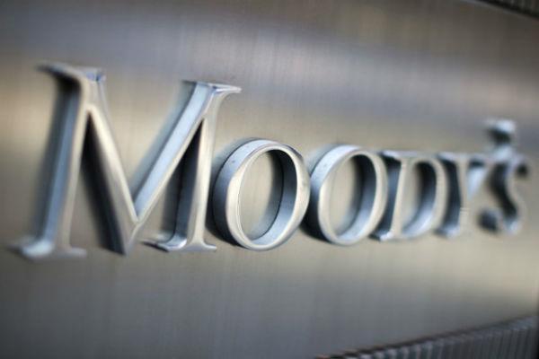 Moody's понизило рейтинги семи крупнейших банков России