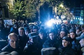Солдаты нацгвардии остались на ночь у стен администрации президента