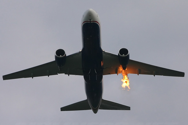 Пассажирский самолет совершил аварийную посадку во Внуково