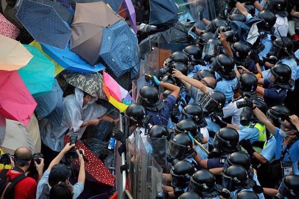 Полиция задержала 19 человек в Гонконге