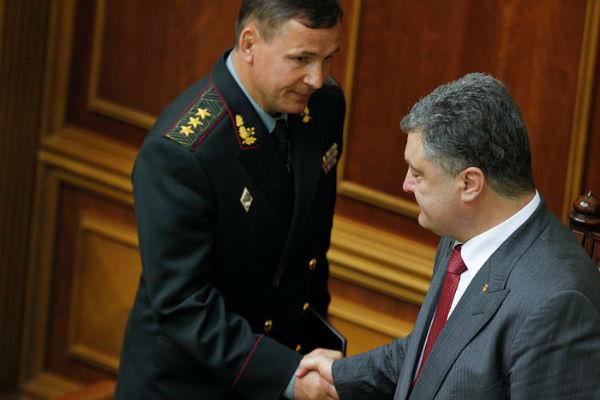 Порошенко отправил в отставку министра обороны Гелетея