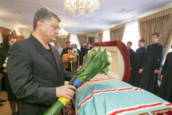 Порошенко является одним из самых крупных на Украине владельцев похоронных бюро