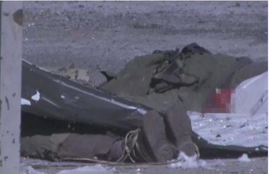 Украинские силовики вырывали ополченцам зубы и таскали по земле, привязав к танку