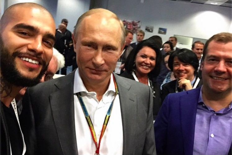 Тимати сделал мега-селфи с Путиным и Медведевым