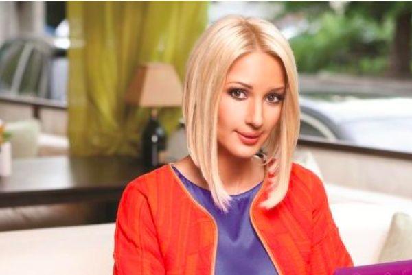 Свадьбу Савичевой будет вести Лера Кудрявцева