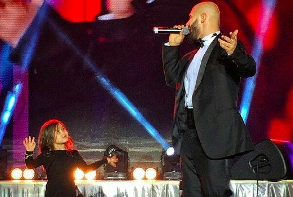 На свадьбе Савичевой Джиган выступил с дочкой
