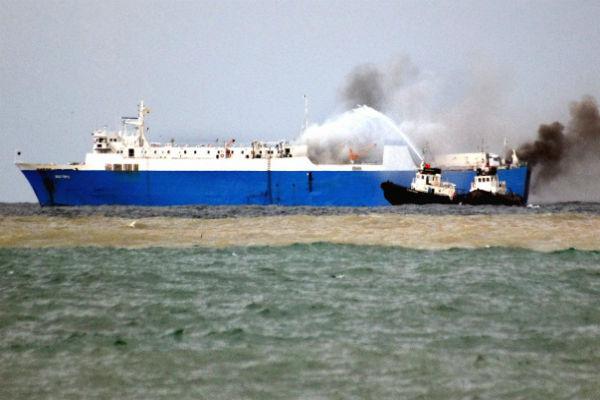 У берегов Шотландии загорелся корабль с радиоактивным грузом