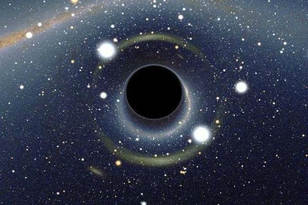 Ученые нашли черную дыру с хорошим аппетитом