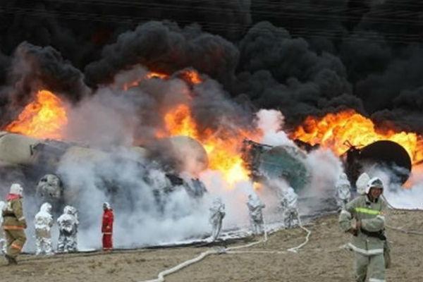 В Канаде горит поезд с ядовитыми веществами, идет эвакуация людей