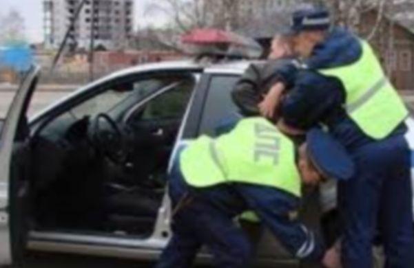 В Ростовской области пьяный судья в отставке обматерил патруль