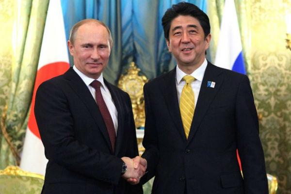 Японский премьер подарил Путину на день рождения спиннинг