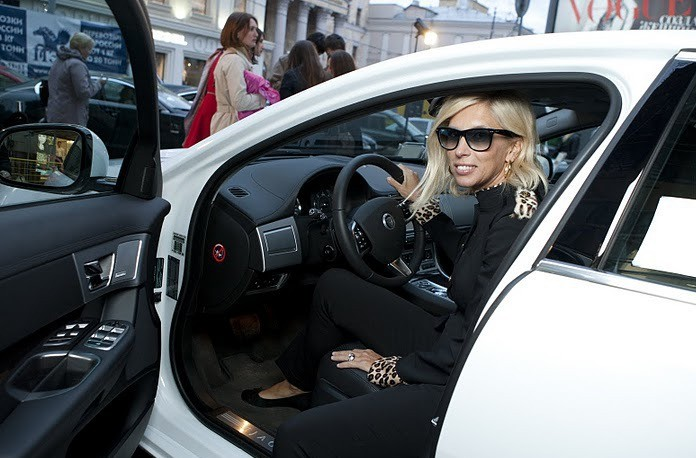 Алена Свиридова попала в аварию