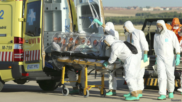 Вирус Эбола заподозрили у 2-х авиапассажиров в США