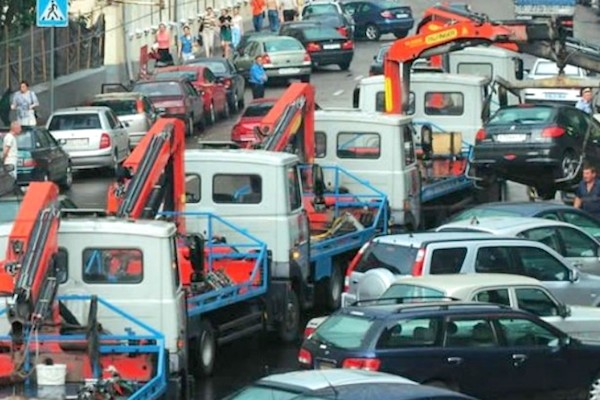 Дума не захотела рассмотреть вне плана законопроект об отмене эвакуации автомобилей