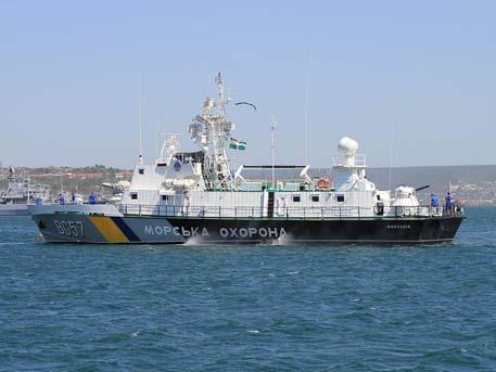 Киев сообщил об обстреле своих катеров под Мариуполем