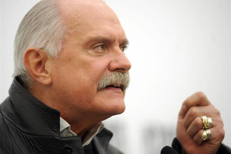 Михалков поставил под вопрос проживание Макаревича в России