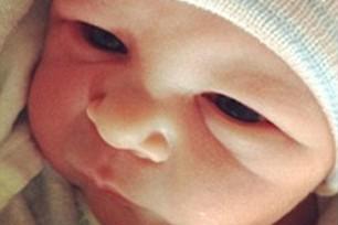 Эштон Катчер показал фото новорожденной дочери