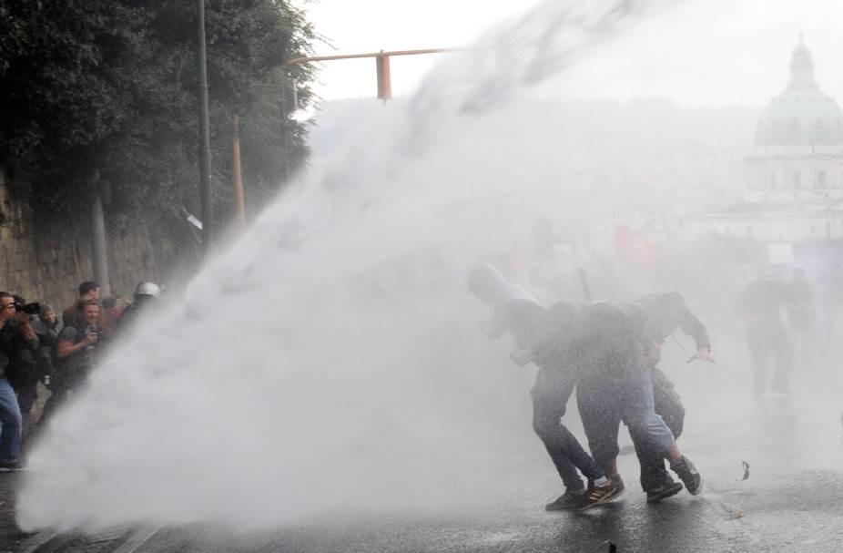 Во время акции в Италии украинские активистки выступили против внешней политики США