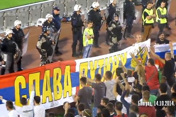 На сорванном матче Сербия-Албания вывесили баннер в поддержку Путина