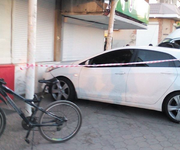 В Краснодаре водитель вылетел на остановку и сбил трех человек