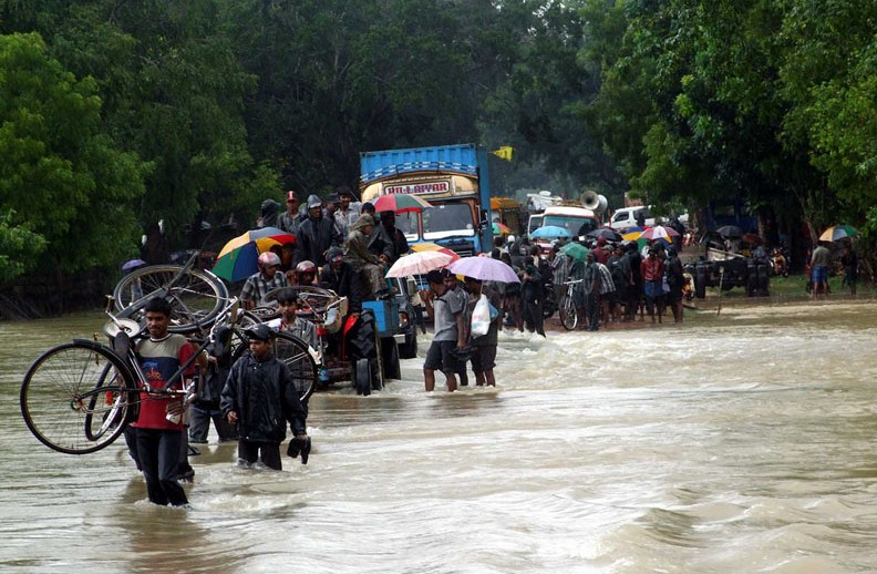 Сотни человек пропали без вести в Шри-Ланке в результате схода оползня