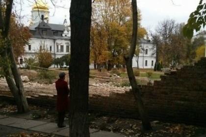 В Киеве обрушилась часть стены  в заповеднике