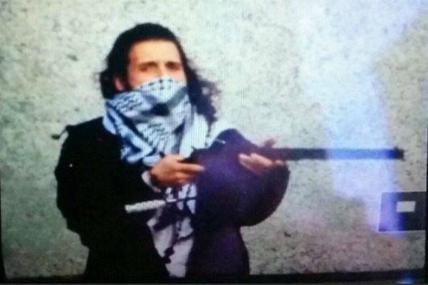 В Сети появилось видео поимки стрелка из Оттавы и его фото