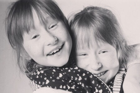 В Уфе мать погибших в жутком ДТП близняшек организовала конкурс