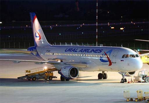 В Екатеринбурге погрузчик столкнулся с самолетом