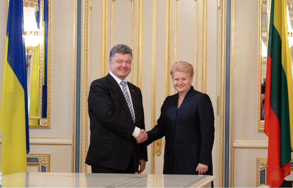 Порошенко согласился провести референдум о вступлении Украины в НАТО