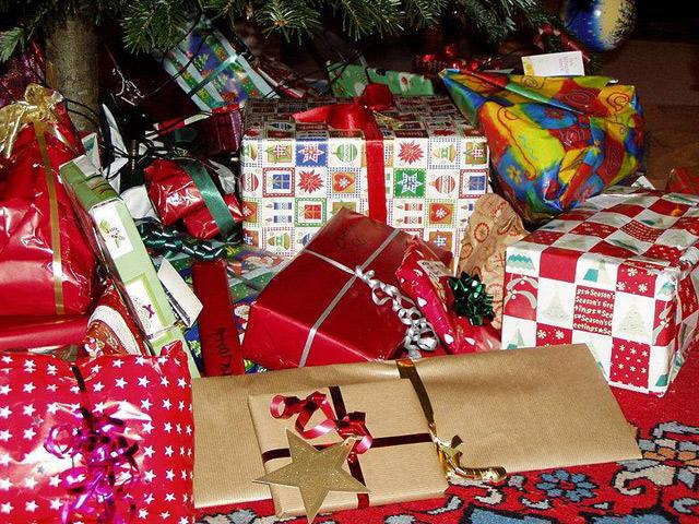 Россияне подарят детям Донбасса новогоднюю елку