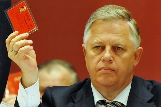 Над главным коммунистом Украины сгустились тучи