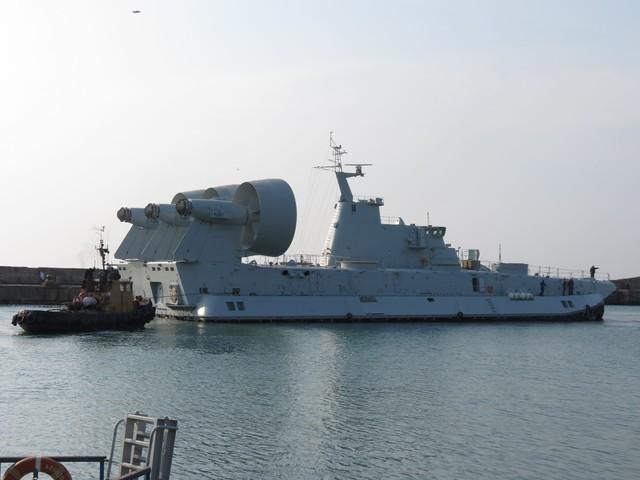 Китайцы не могут отдать Крыму $14 млн за десантный корабль