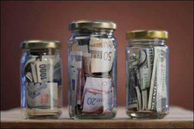 Банкиры рекомендуют открывать валютные счета