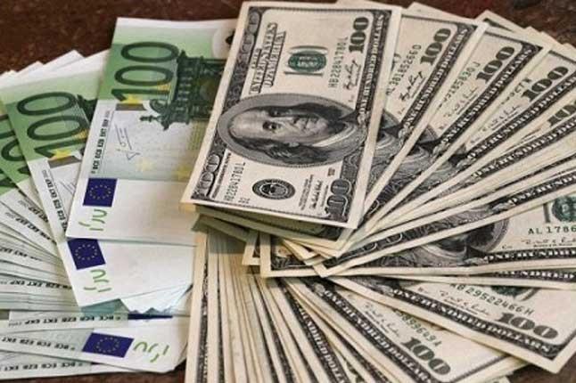 Доллар и евро упали