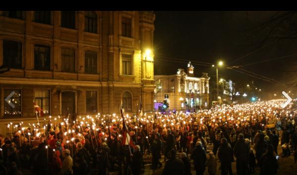 Латышские националисты устроили в Риге факельное шествие
