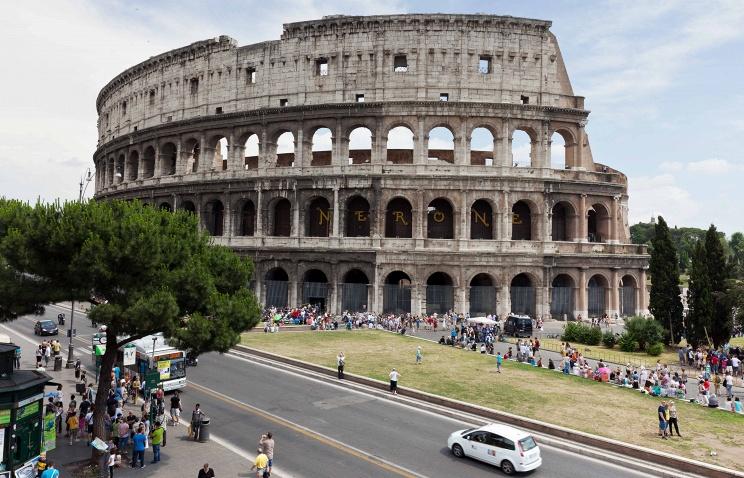 Русский турист заплатит 20 тыс. евро за порчу Колизея