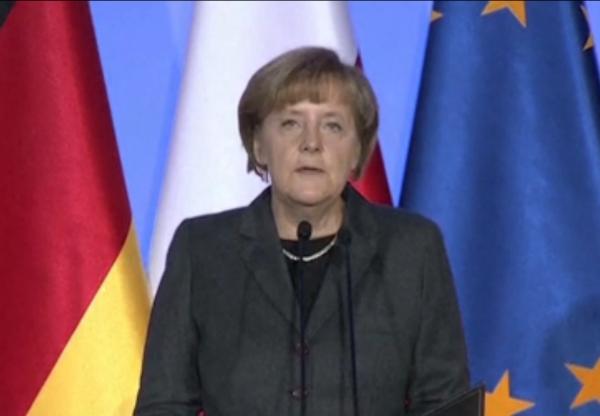 Меркель призвала к диалогу с Россией и отметила форум