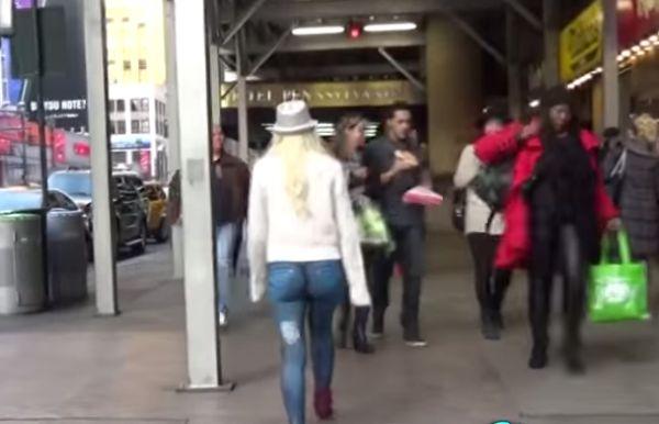 Топ-модель прошлась по Нью-Йорку без штанов