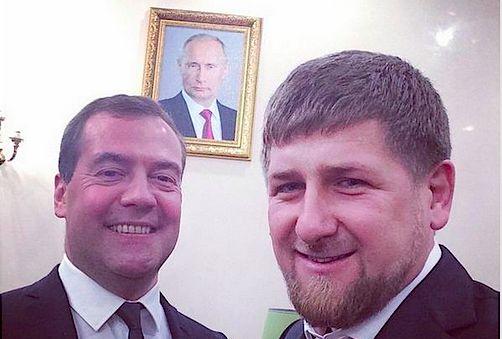 Медведев и Кадыров сделали селфи на фоне портрета Путина
