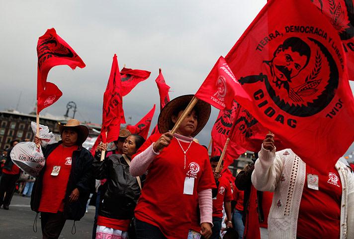 В Мексике автобус с российскими туристами попал в блокаду