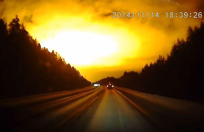 Огненную вспышку в небе над Свердловской областью засняли на видео