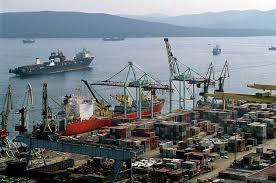 В порту Владивостока разлился мазут
