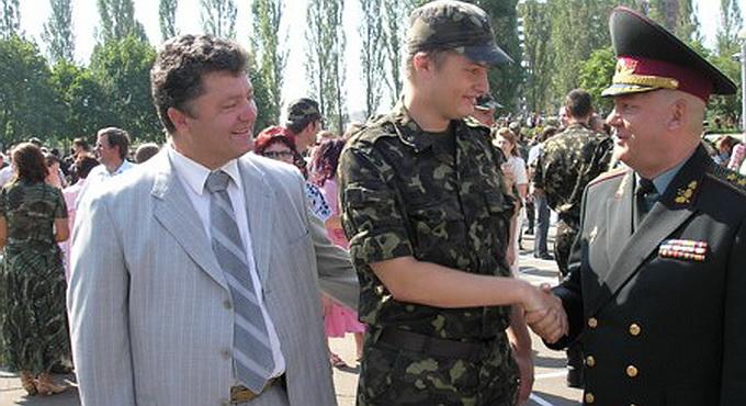 Сын Порошенко похвастался военным прошлым