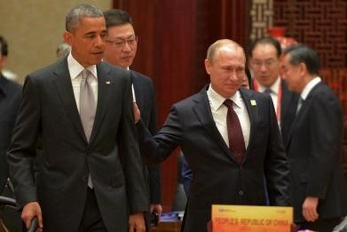 Путин похлопал Обаму по плечу в кулуарах саммита АТЭС
